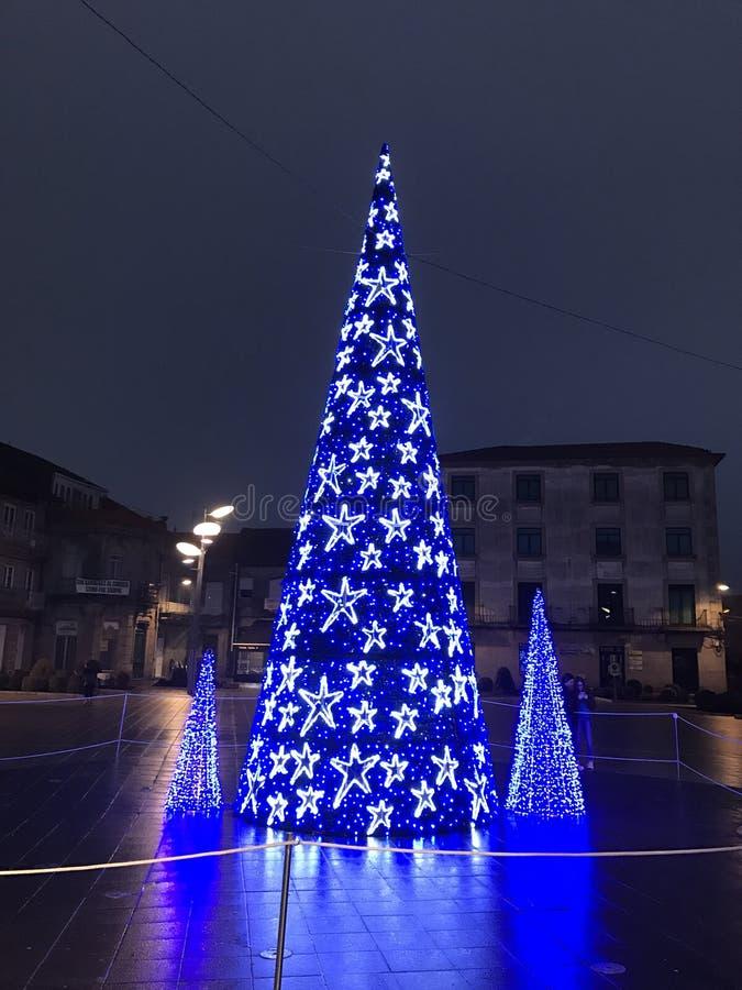 Decoração do Natal nas ruas da cidade de Ponteareas fotos de stock