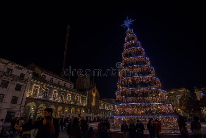 Decoração do Natal no quadrado da cidade Braga, Portugal fotos de stock