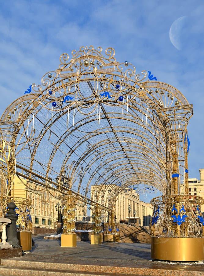 Decoração do Natal no quadrado de Manege contra o céu azul moscow foto de stock royalty free