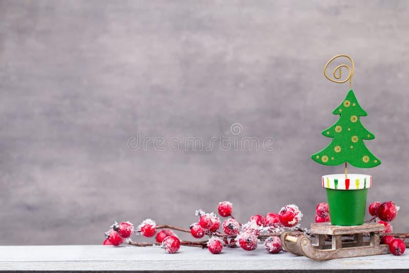 Decoração do Natal Papai Noel em um sledge Xmas do símbolo foto de stock royalty free
