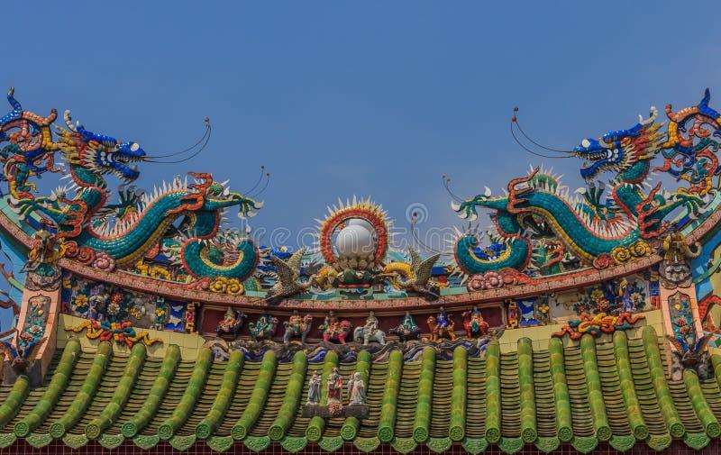 Decoração do telhado do templo do dragão imagens de stock royalty free