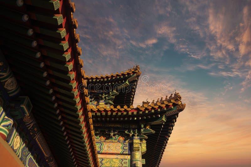 A decoração do telhado no palácio imperial imagens de stock royalty free