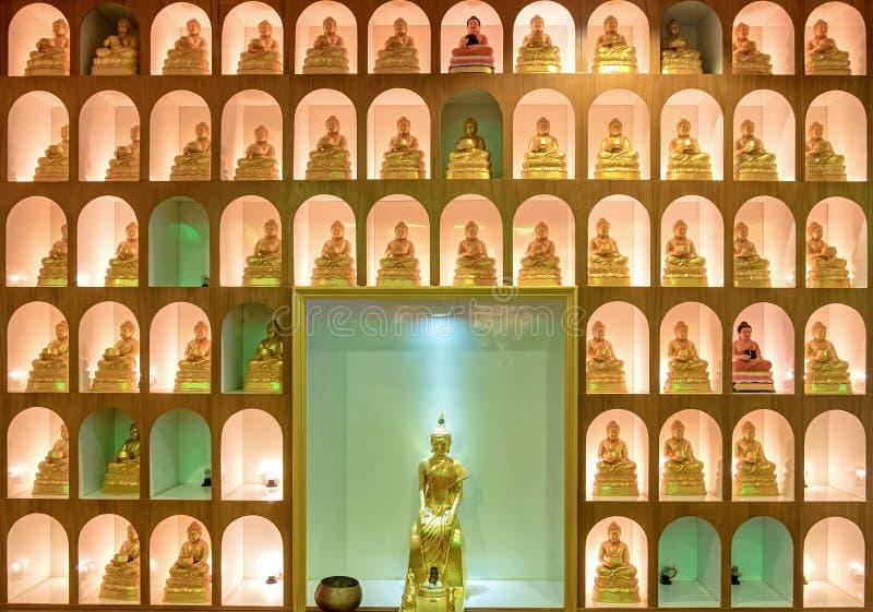 Decoração dourada das estátuas de buddha imagens de stock royalty free