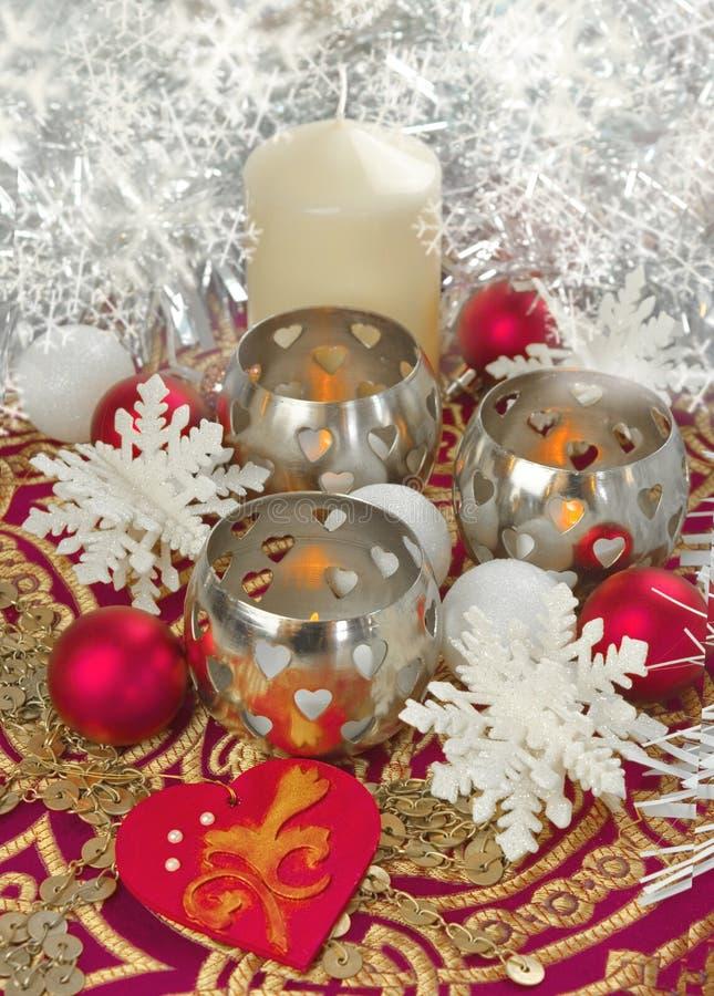 Decoração elegante da tabela da terra da vela do Natal imagens de stock royalty free