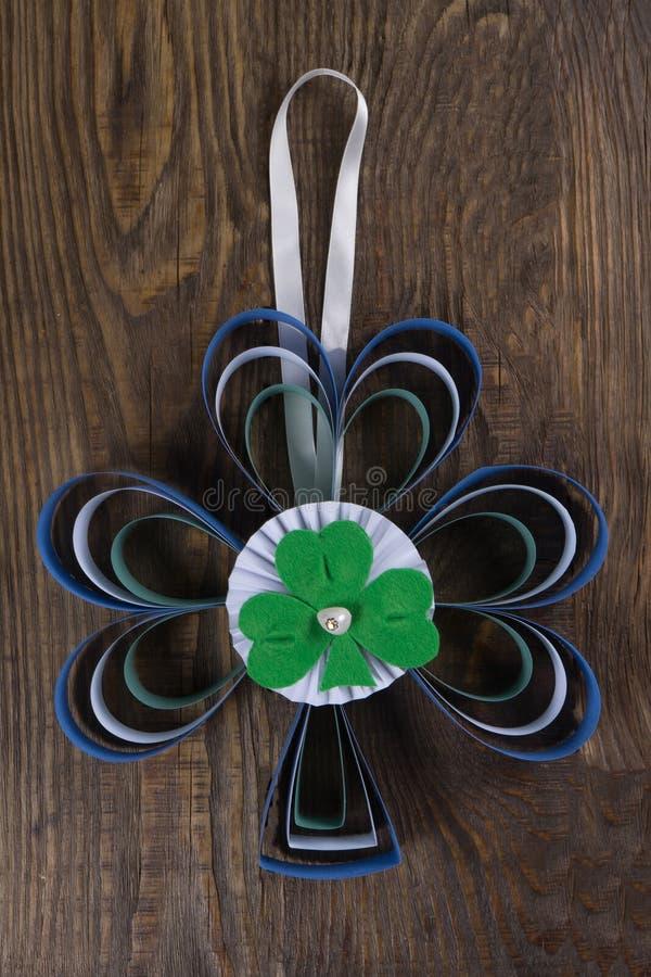 Decoração em sua porta para comemorar o dia do ` s de St Patrick Copie a pasta foto de stock royalty free