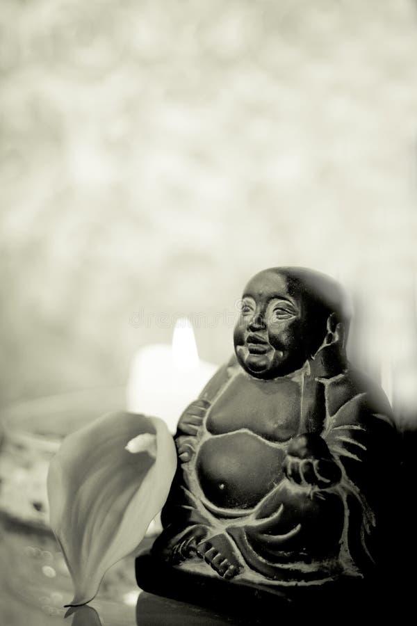 Decoração genérica de buddha com vela e flor fotos de stock