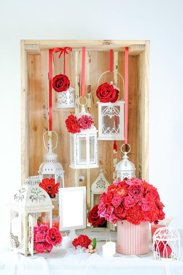 Decoração interior da flor vermelha foto de stock royalty free