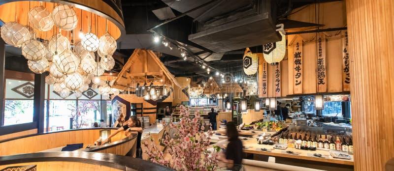 Decoração interior do restaurante japonês em K Estrada Klong Toei Banguecoque Tailândia de Rama 4 da alameda da comunidade da vil foto de stock royalty free