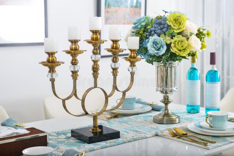Decoração interior home, castiçal, ramalhete no vaso fotografia de stock royalty free