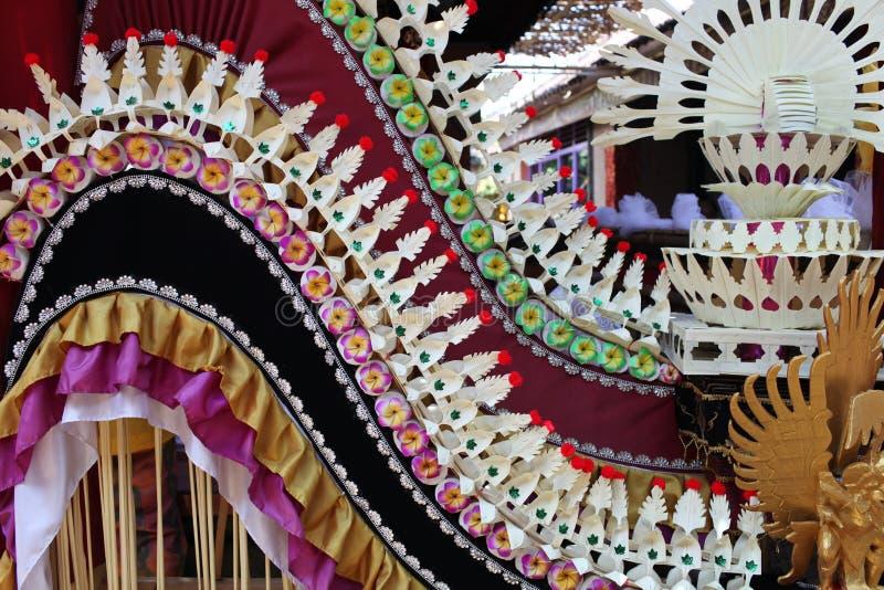 Decoração para os dentes do corte da cerimônia de Potong Gigi, feito a mão, ilha de Bali, Indonésia fotos de stock royalty free