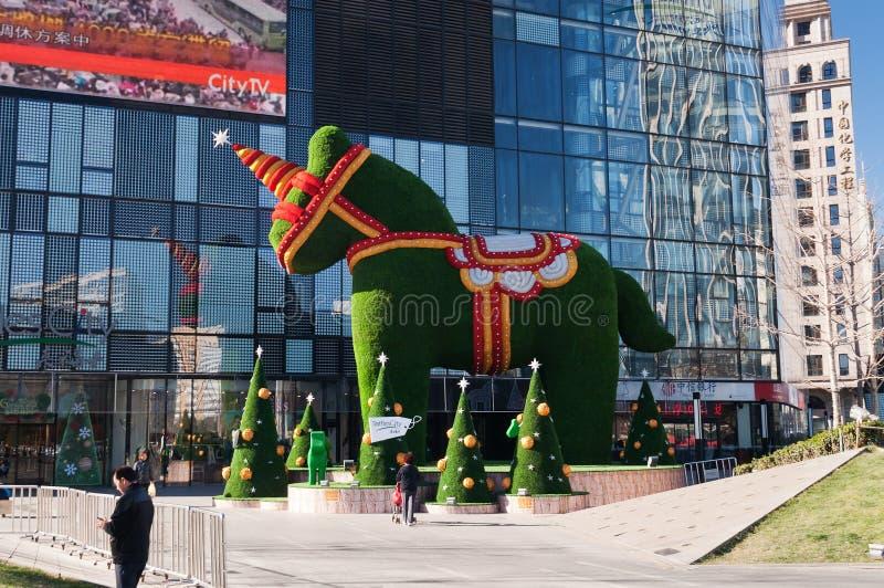 A decoração pelo Feliz Natal & o ano novo feliz 2014 em Raff imagens de stock royalty free