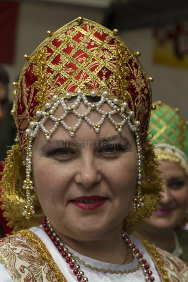 Decoração principal do traje do nacional do russo imagens de stock royalty free