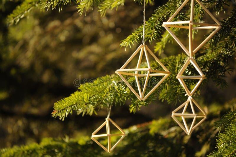 Decoração tradicional letão do Natal na luz solar fotos de stock royalty free
