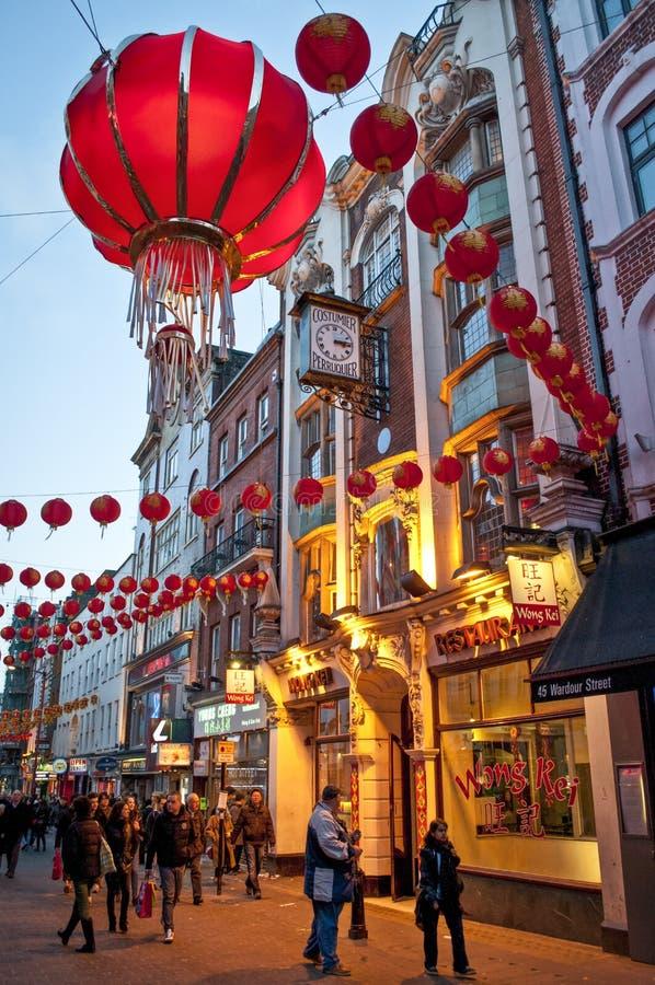 Decorações chinesas do ano novo na rua de Wardour, bairro chinês, Soho, Londres, WC2, Reino Unido imagens de stock