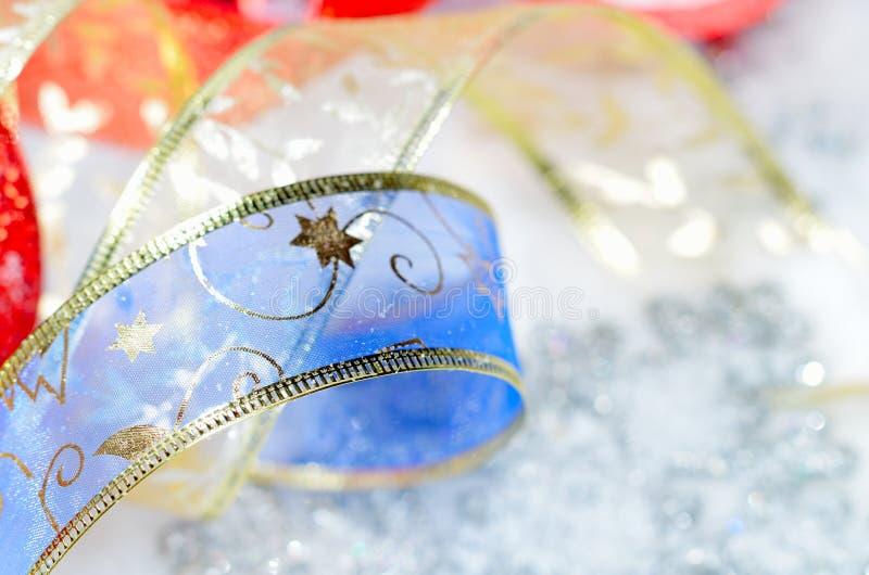 Decorações coloridas do Natal fotografia de stock royalty free