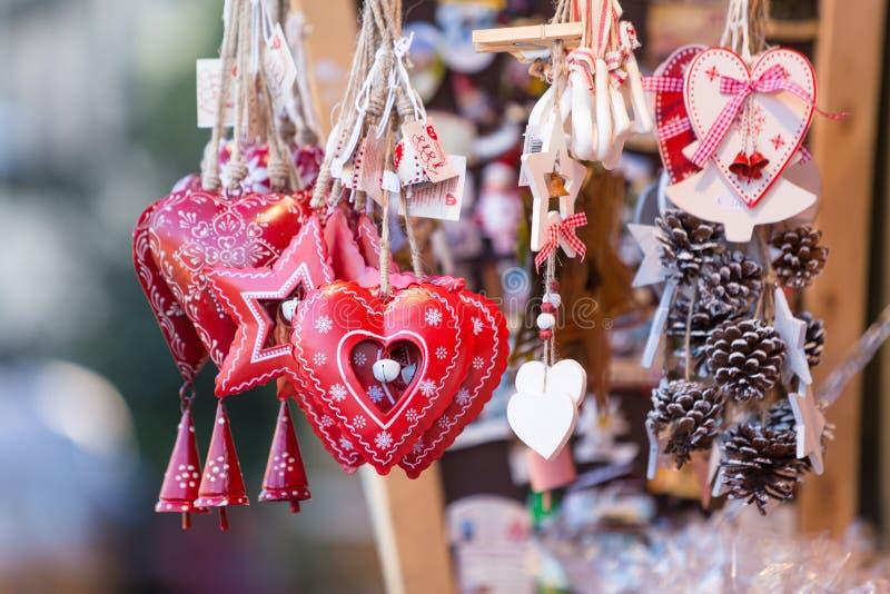 Decorações coloridas no mercado do Natal em Strasbourg, Alsa fotos de stock royalty free