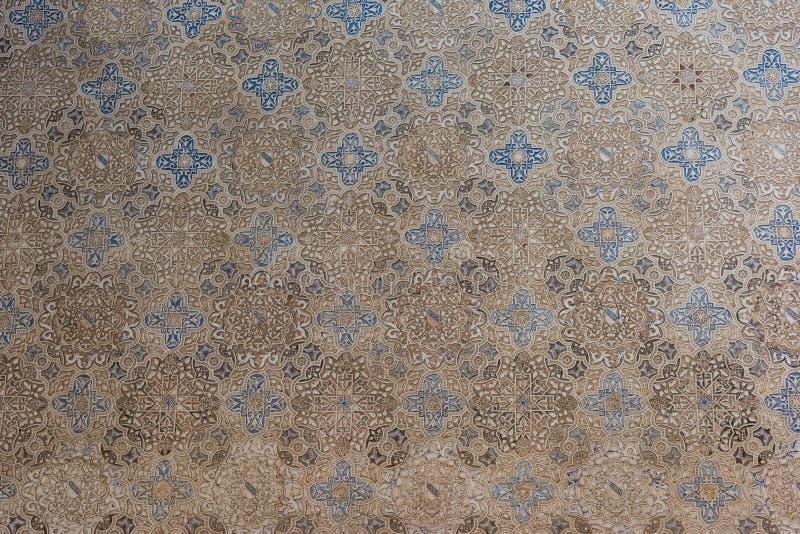 Decorações da parede do Arabesque em Alhambra, Espanha imagem de stock royalty free
