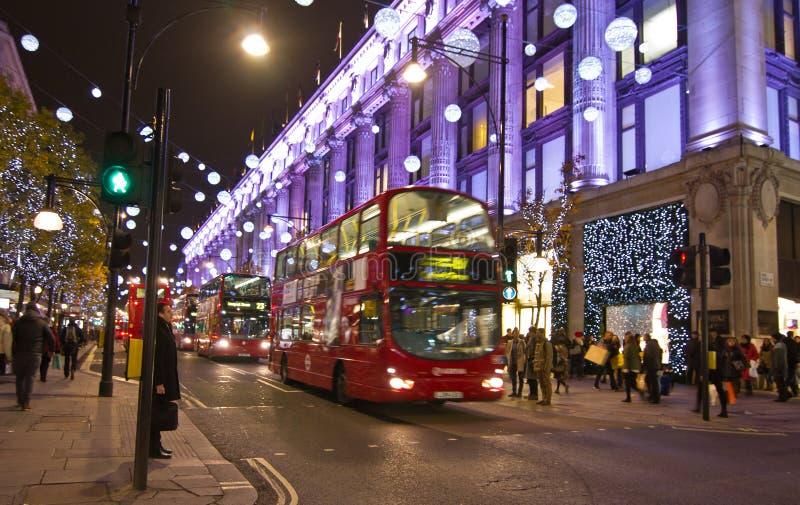 Decorações da rua do Natal em Londres fotos de stock royalty free
