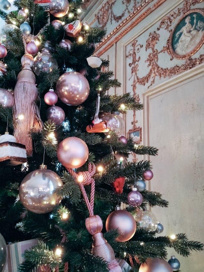 Decorações de brilho brilhantes do Natal Projeto da árvore de Natal do vintage fotos de stock