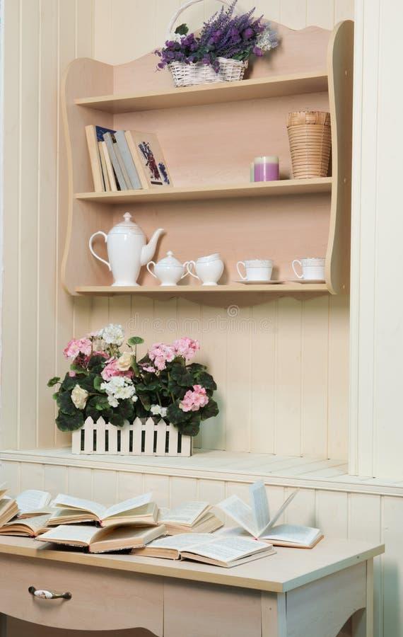 Decorações do estilo de Provence na parede fotos de stock