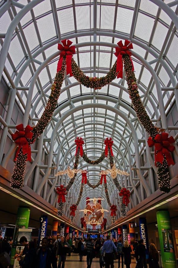 Decorações do Natal, aeroporto de O'Hare, Chicago imagens de stock
