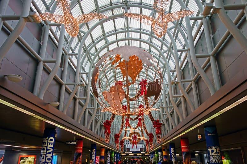 Decorações do Natal, aeroporto de O'Hare, Chicago imagens de stock royalty free