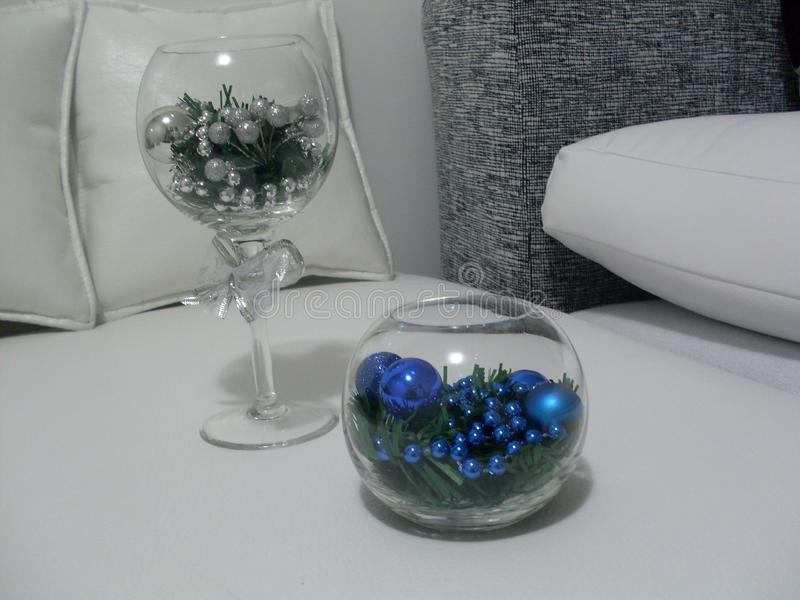 Decorações do Natal brancas e azuis foto de stock royalty free