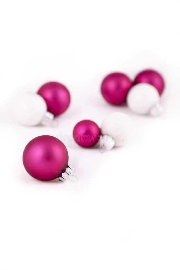 Decorações do Natal cor-de-rosa e branco fotografia de stock royalty free