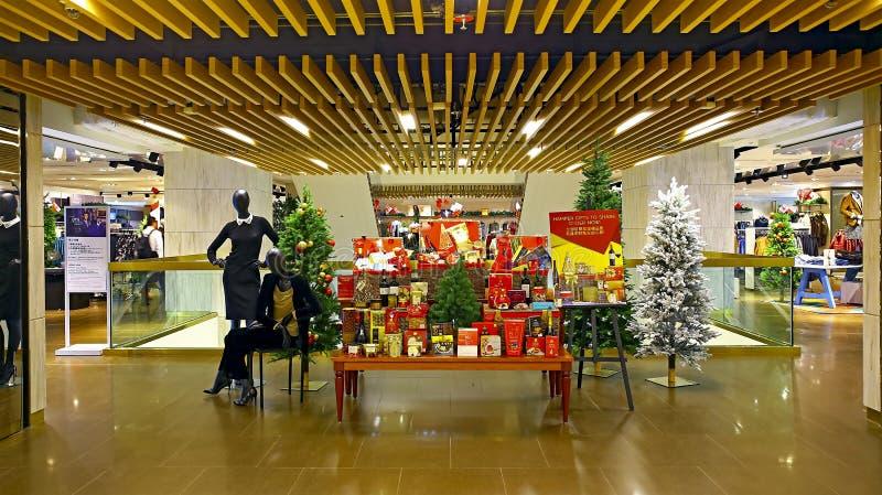 Decorações do Natal das marcas & do Spencer em Hong Kong imagens de stock