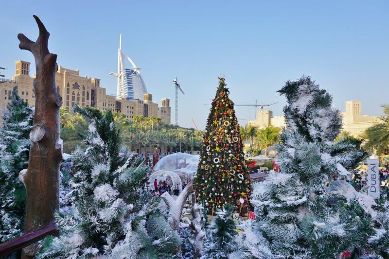 Decorações do Natal em Dubai em Emiratos Árabes Unidos fotografia de stock royalty free