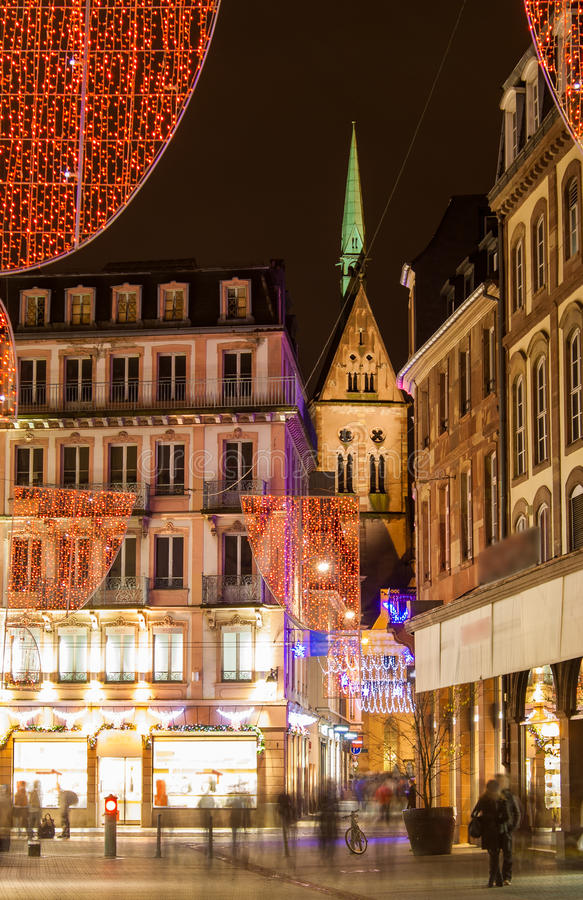 Decorações do Natal em ruas de Strasbourg fotografia de stock