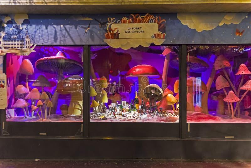 Decorações do Natal na janela da loja de um armazém parisiense de Printemps imagens de stock royalty free