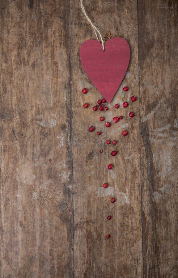 Decorações do Natal no fundo rústico de madeira fotos de stock