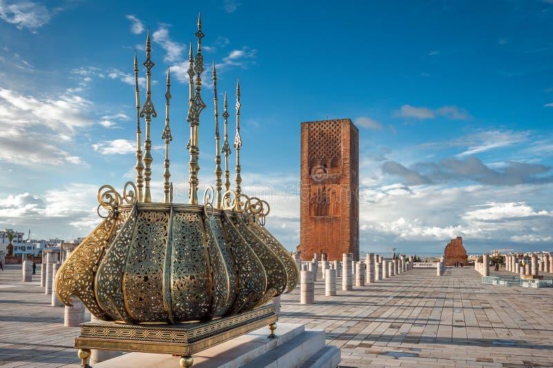 Decorações douradas Rabat Marrocos da torre de Hassan da excursão foto de stock