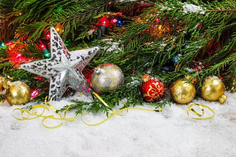 Decorações e espaço do Natal para o texto imagens de stock