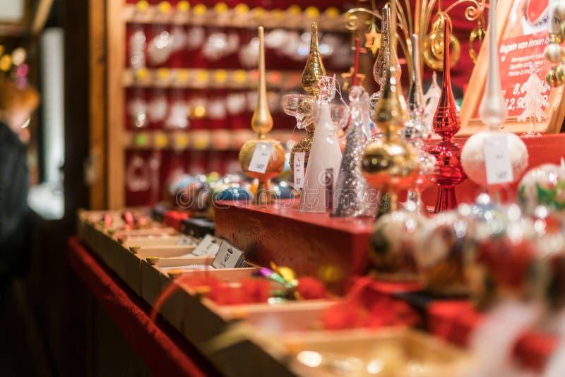 Decorações feitos a mão da árvore no Natal ocupado miliampère de Breitscheidplatz fotografia de stock royalty free