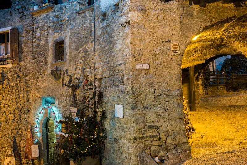 Decorações medievais do xmas da vila de Itália imagens de stock