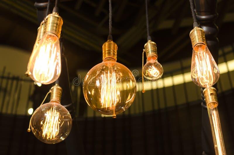 Decoración amarilla de la iluminación interior en casa imagen de archivo