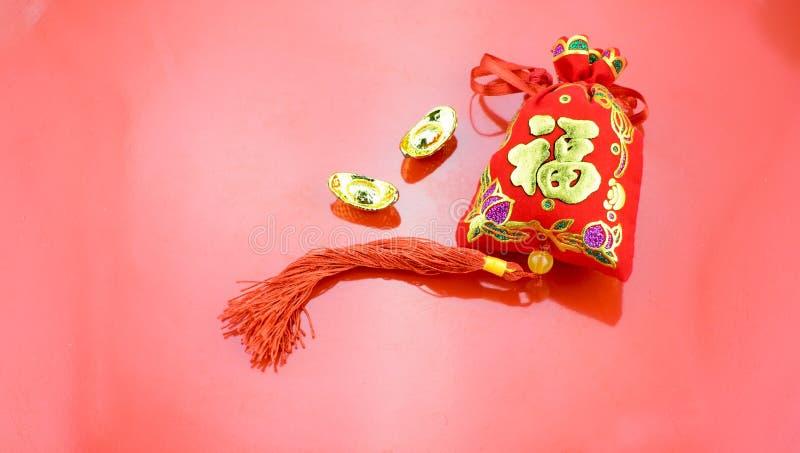 Decoración china del Año Nuevo: el rojo sentía el paquete o al prisionero de guerra w de la tela del ANG fotografía de archivo