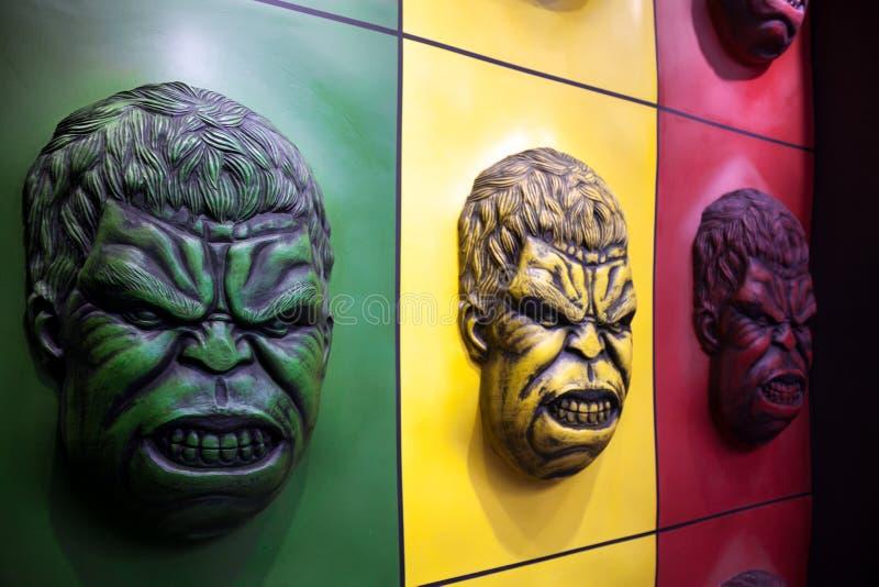 Decoración colorida de la pared de la cara del armatoste en un parque de atracciones imágenes de archivo libres de regalías