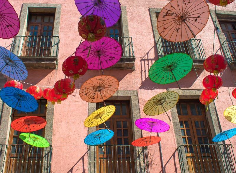 Decoración colorida del paraguas en México Chinatown foto de archivo libre de regalías