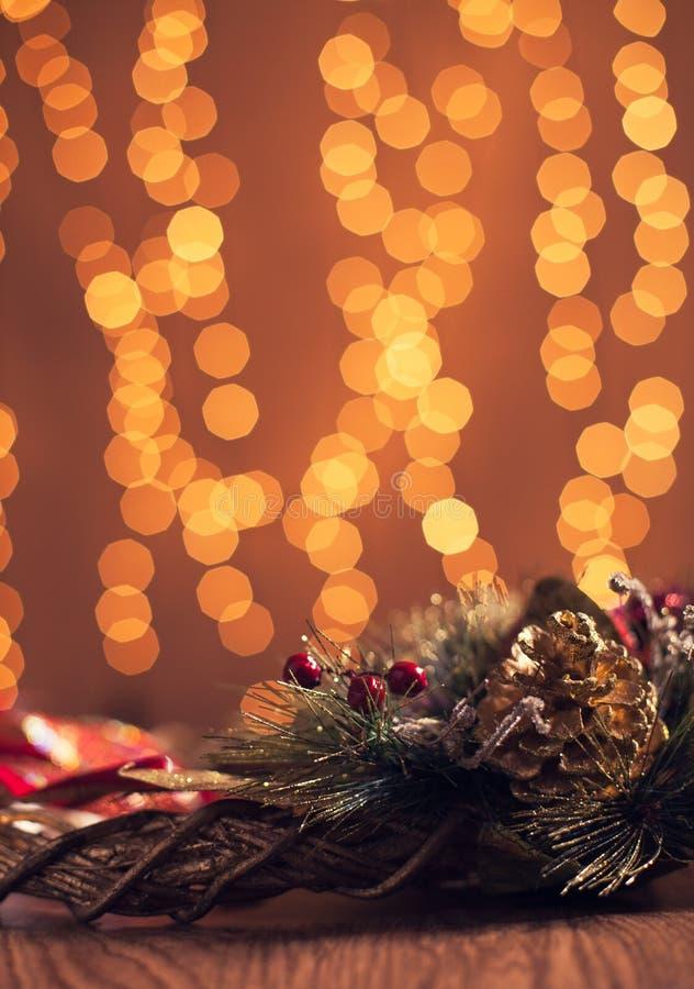 Decoración con las luces del día de fiesta - vertical de la Navidad imagen de archivo libre de regalías
