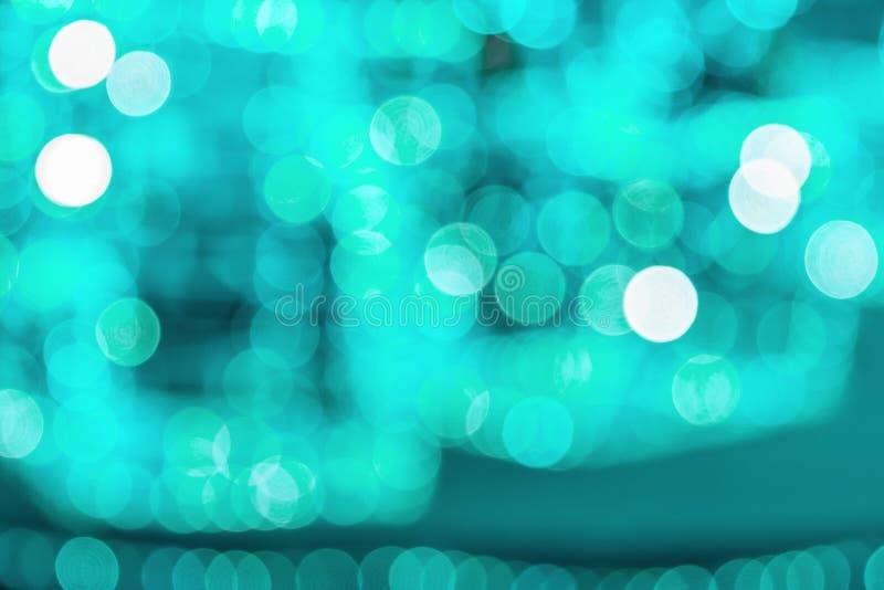 Decoración de Año Nuevo y Navidad con luces, fondo abstracto con un toque de color de moda Aqua Menthe, espacio para copiar fotos de archivo libres de regalías