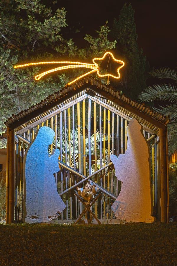 Decoración de la calle la víspera de la Navidad fotografía de archivo libre de regalías