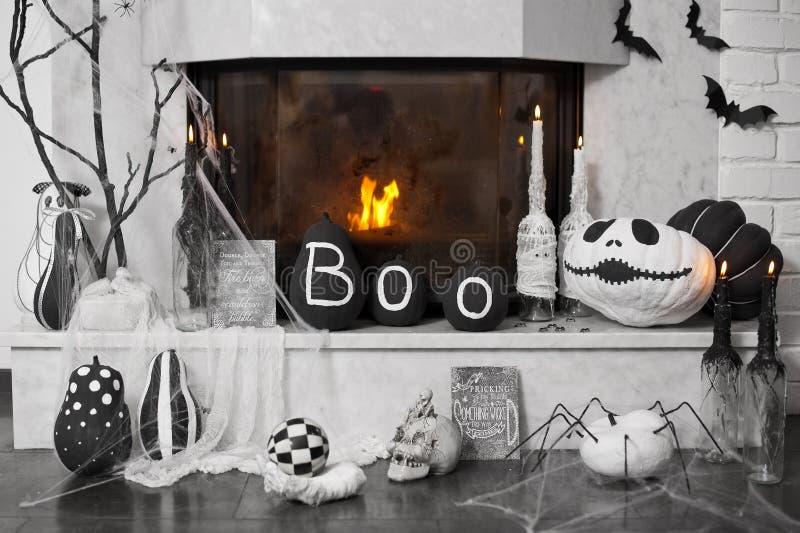 Decoración de la chimenea Ideas para Halloween foto de archivo