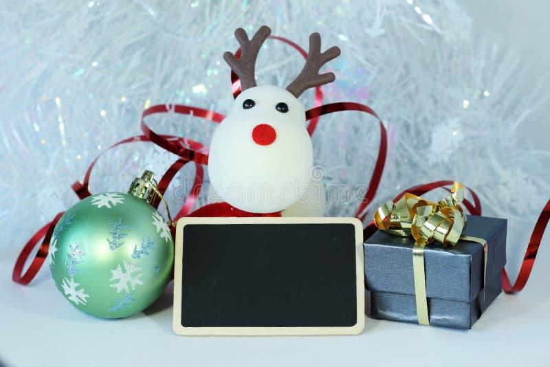 Decoración de la fiesta de Navidad con una pizarra del mensaje vacío imagen de archivo