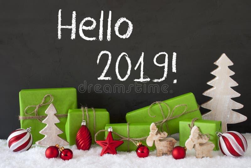Decoración de la Navidad, cemento, nieve, texto inglés hola 2019 imágenes de archivo libres de regalías