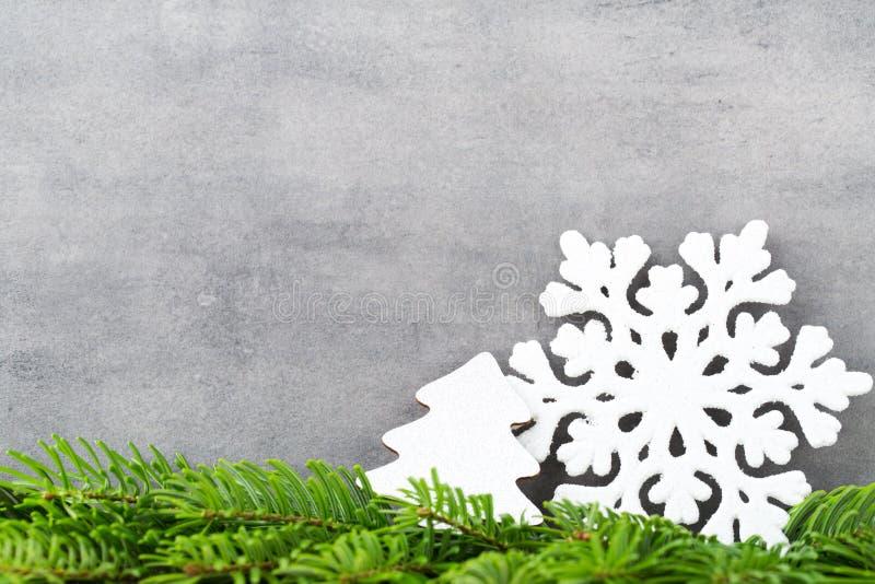 Decoración de la Navidad con el copo de nieve blanco, fondo de los vintages fotografía de archivo