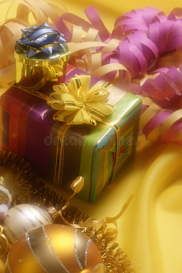 Decoración de la Navidad con el rectángulo de regalo fotografía de archivo