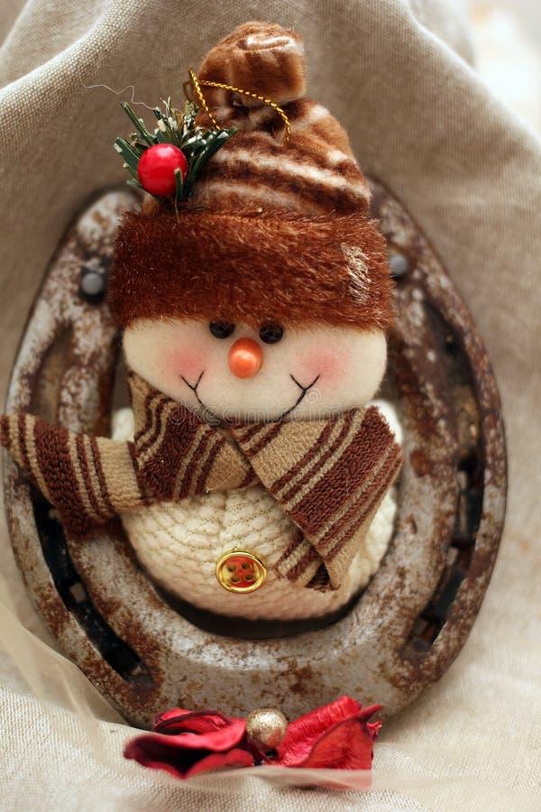 Decoración de la Navidad con la figura del muñeco de nieve imagenes de archivo